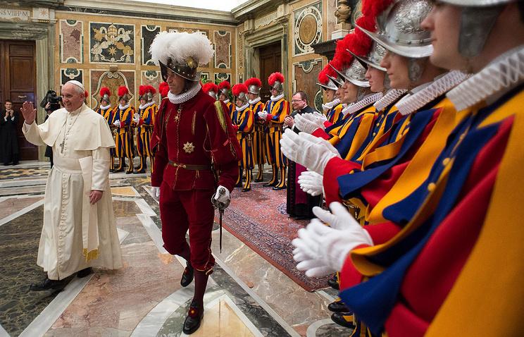 Папа римский Франциск и полковник Даниэль Рудольф Анриг