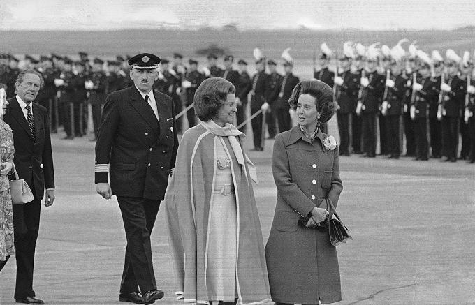 Королева Бельгии Фабиола (справа) с Бетти Никсон, супругой президента США Ричарда Никсона, 1975 год