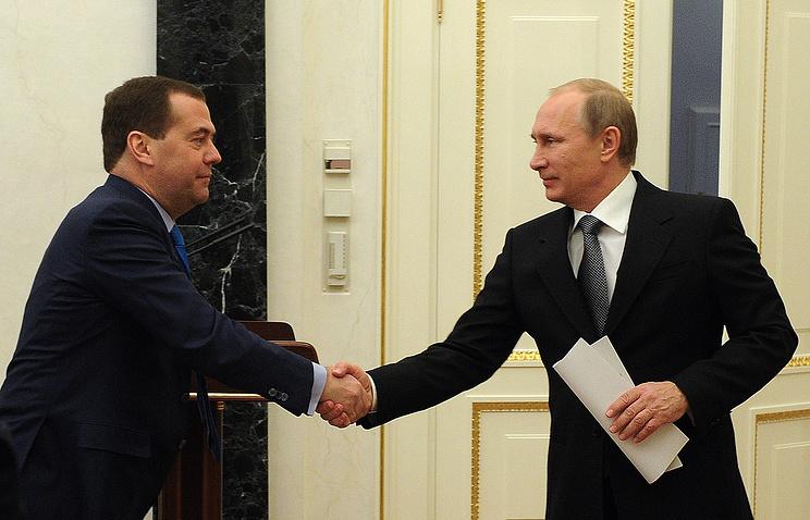 Глава правительства Дмитрий Медведев и президент России Владимир Путин (слева направо)
