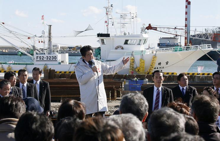 Премьер-министр Японии Синдзо Абэ встретился со своими сторонниками в Соме