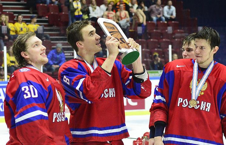 Российские хоккеисты после матча за 3-е место на молодежном чемпионате мира-2014