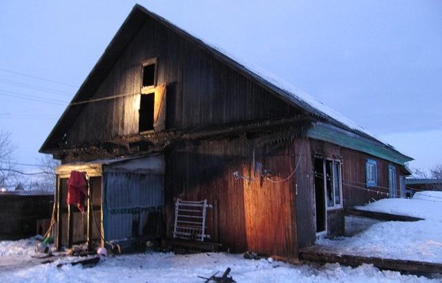 Дом, сгоревший в селе Ярково (Тюменская область)