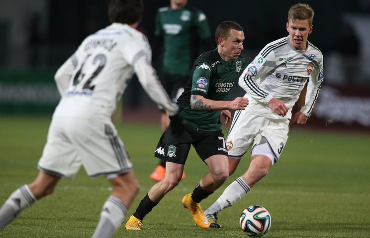Павел Мамаев (в центре) в матче против ЦСКА