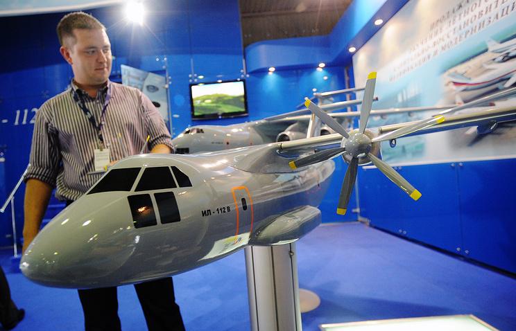 Макет военно-транспортного самолета Ил-112В на международном авиационно-космическом салоне МАКС-2009