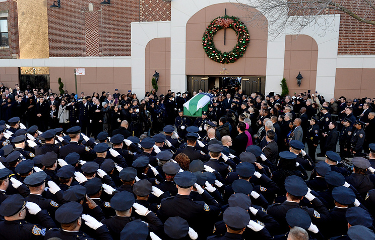 Похороны полицейского Рафаэля Рамоса
