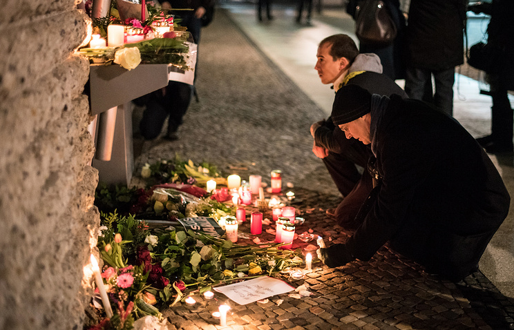 Участники демонстрации у посольства Франции в Германии, 7 января 2015 год
