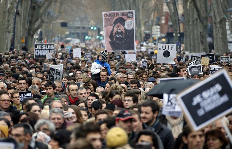Акция памяти погибших в результате нападения на Charlie Hebdo в Тулузе