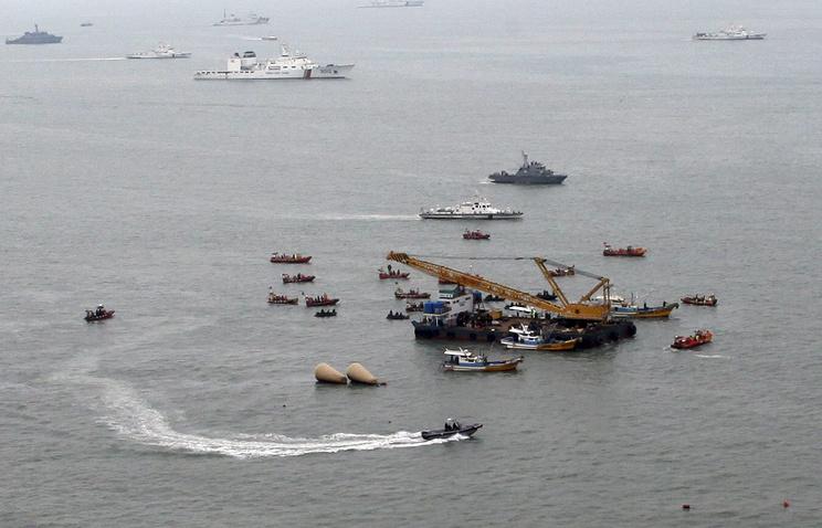 Поисково-спасательная операция на месте крушения парома Sewol в Южной Корее