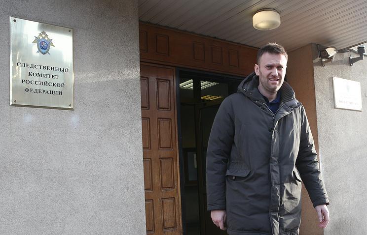 Алексей Навальный у здания главного управления Следственного комитета РФ