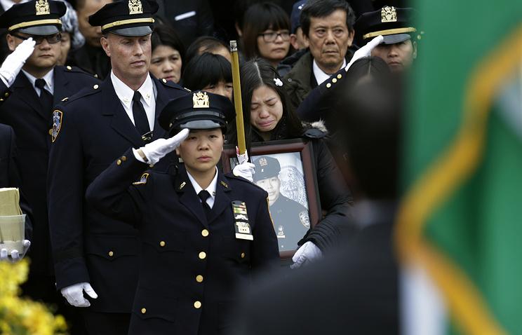 Похороны убитого полицейского Вэньяна Лю