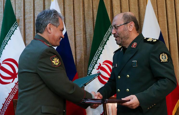 Сергей Шойгу и Хосейн Дехкан (слева направо)