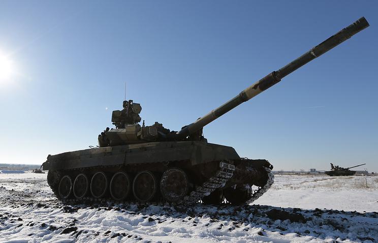 Танк Т-90А во время тактических учений мотострелковой бригады Южного военного округа на полигоне Прудбой