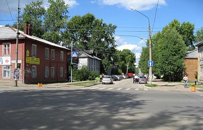 Перекресток улиц Орджоникидзе и Юхнина