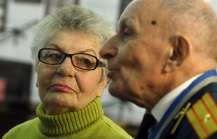 Бывшая узница Освенцим Александра Гарбузова и ветеран Великой Отечественной войны Леонтий Брандт