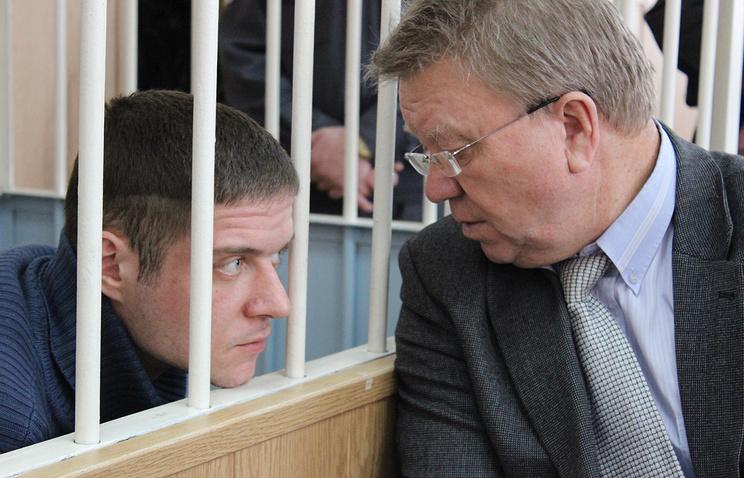 Степан Комаров (на фото слева)