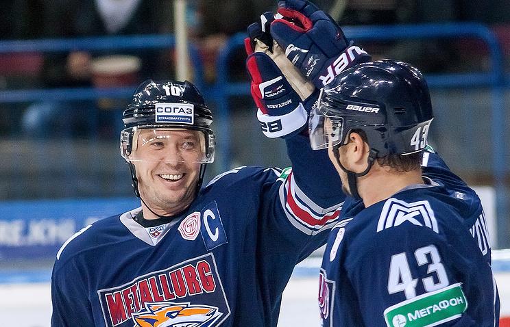 "Игроки ""Металлурга"" Сергей Мозякин и Ян Коварж (слева направо)"