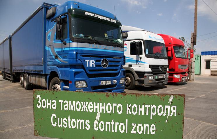 Таможенный пост на границе с Казахстаном