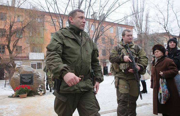 Глава ДНР Александр Захарченко (слева)