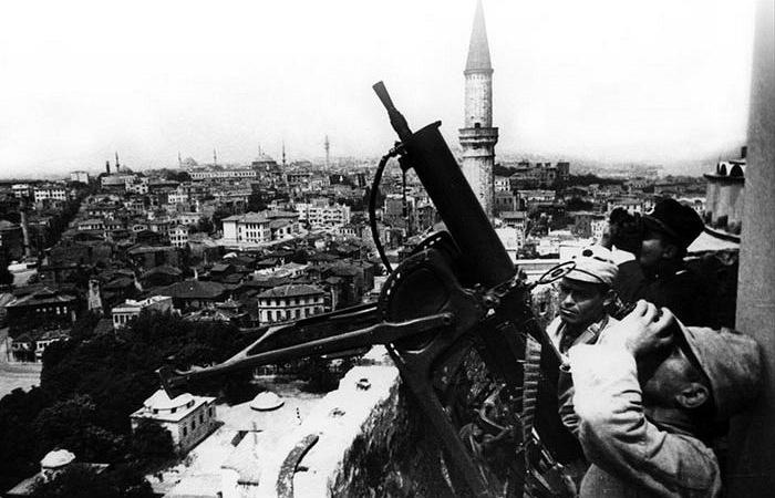 Пулемёты MG 08 на минарете Ай-Софиии в Стамбуле в качестве зенитных орудий