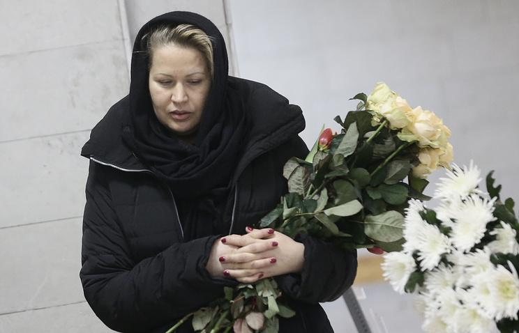 Евгения Васильева на церемонии прощания со своей бабушкой Татьяной Васильевой в Санкт-Петербурге