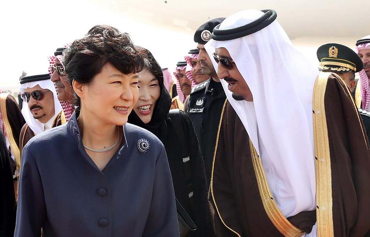Президент Республики Корея Пак Кын Хе и король Саудовской Аравии Салман ибн Абдул-Азиз Аль Сауд