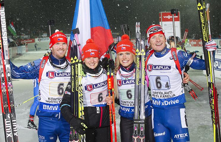 Чешские биатлонисты Михал Шлезингр, Вероника Виткова, Габриэла Соукалова и Ондржей Моравец