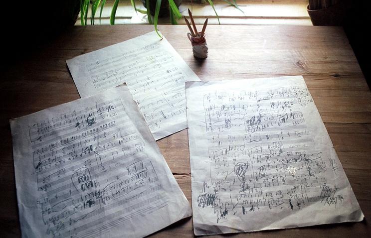 Черновые эскизы к 6-ой симфонии на рабочем столе Чайковского в Доме-музее композитора в Клину.