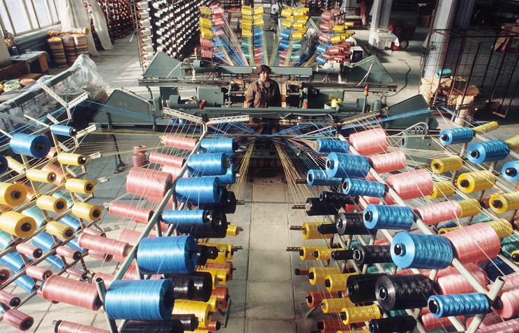 Архив. Ткацкий цех по производству ковров и паласов