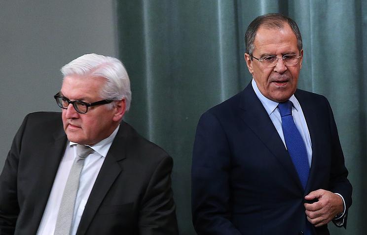 Министр иностранных дел Германии Франк-Вальтер Штайнмайер и министр иностранных дел России Сергей Лавров