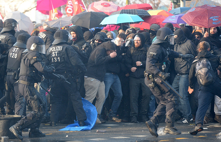 Акция протеста возле новой штаб-квартиры ЕЦБ во Франкфурте