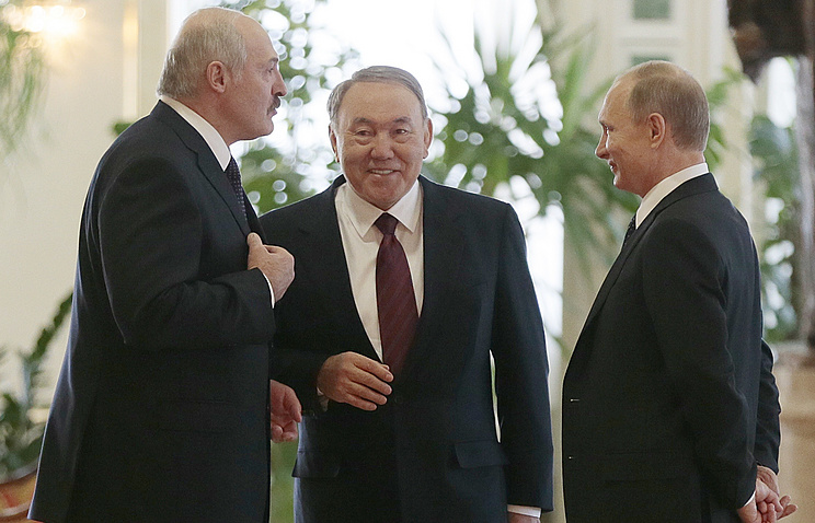 Президент Белоруссии Александр Лукашенко, президент Казахстана Нурсултан Назарбаев и президент России Владимир Путин