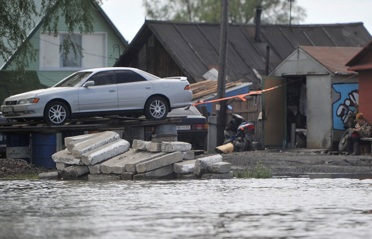 Одна из улиц, затопленных во время паводка. Барнаул, Алтайский край. Июнь 2014 года