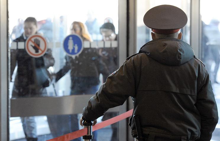 """Сотрудник правоохранительных органов в аэропорту """"Домодедово"""""""
