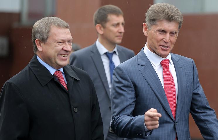 Губернатор Амурской области Олег Кожемяко (справа)