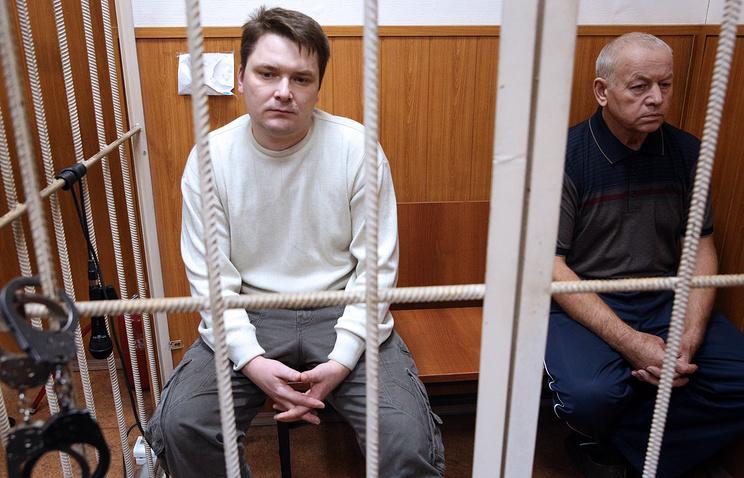 Диспетчер Александр Круглов и водитель снегоуборочной машины Владимир Мартыненко на рассмотрении ходатайства следствия о продлении ареста в Басманном суде