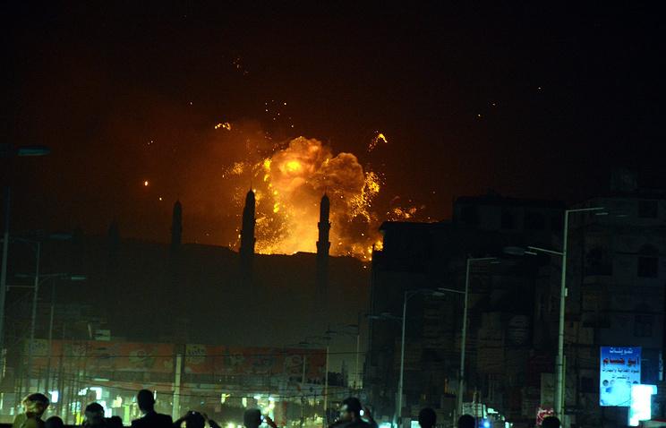 """Последствия авианалетов """"аравийской коалиции"""" в Сане"""