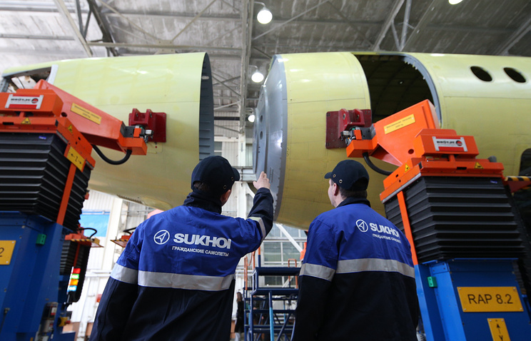 Стыковка элементов фюзеляжа сотого самолета Sukhoi Superjet