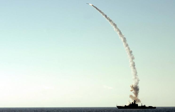 """Ракетный карабль """"Дагестан"""" во время учений"""