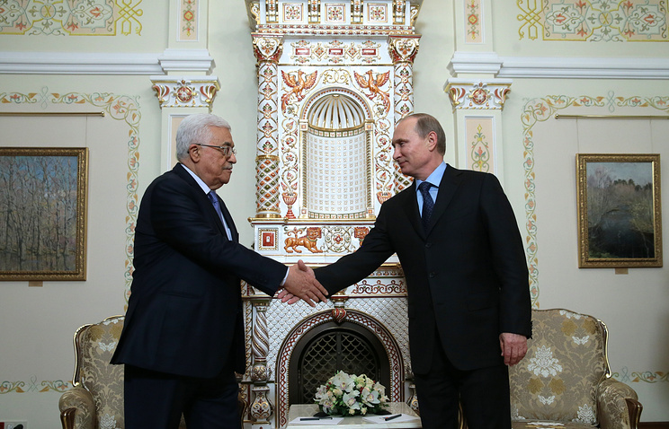 Глава Палестинской национальной администрации (ПНА) Махмуд Аббас и президент России Владимир Путин