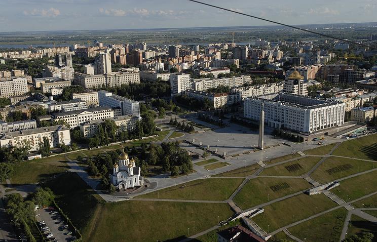 Вид на площадь Славы и здание правительства Самарской области