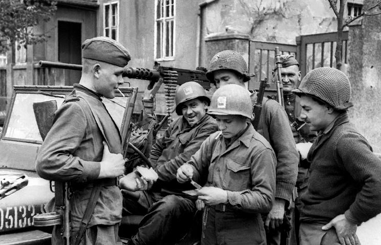Во время встречи советских и американских войск на Эльбе в районе Торгау