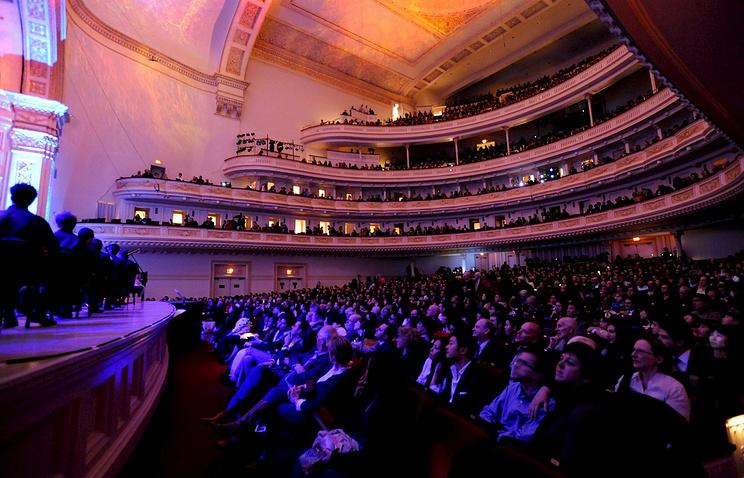 В зале Карнеги-Холла в Нью-Йорке