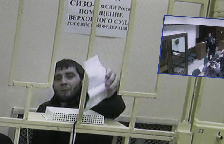 Заур Дадаев (на экране) во время рассмотрения жалобы на арест в Мосгорсуде