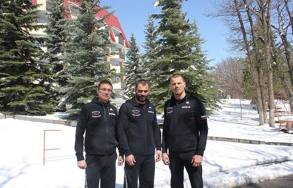 Рахим Чахкиев (в центре)