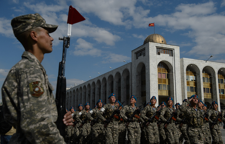 Репетиция парада Победы в Киргизии на площади Бишкека Ала-Тоо