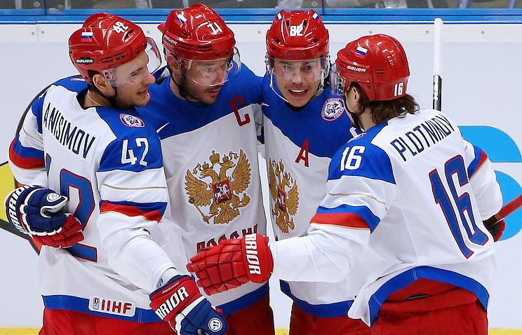 Хоккеисты сборной России после шайбы в ворота команды Словении