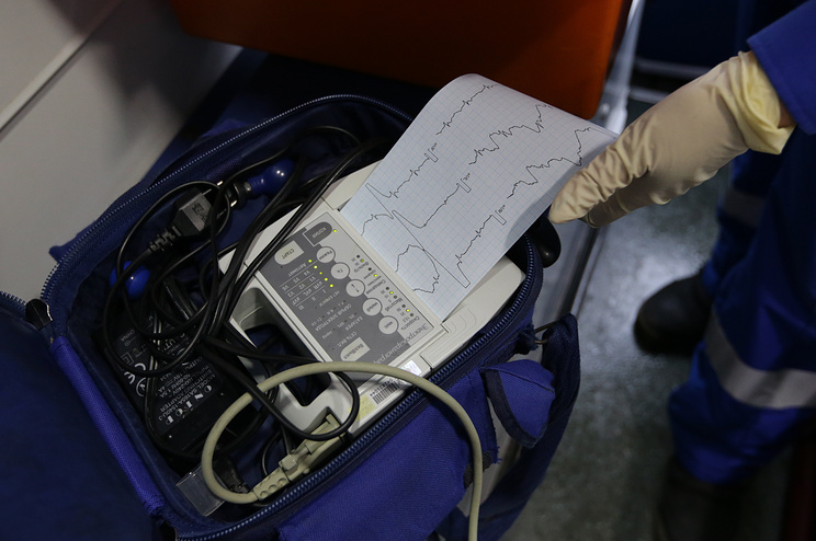 Электрокардиограф в машине скорой помощи