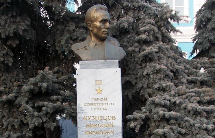 Памятник Николаю Кузнецову в Тюмени