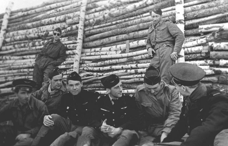 Летчики французской эскадрильи, 1943 год
