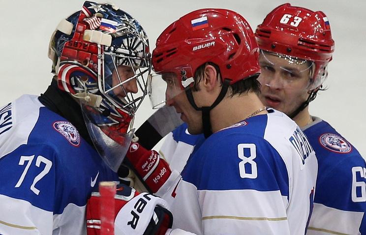 Игроки сборной России Сергей Бобровский, Александр Овечкин и Евгений Дадонов